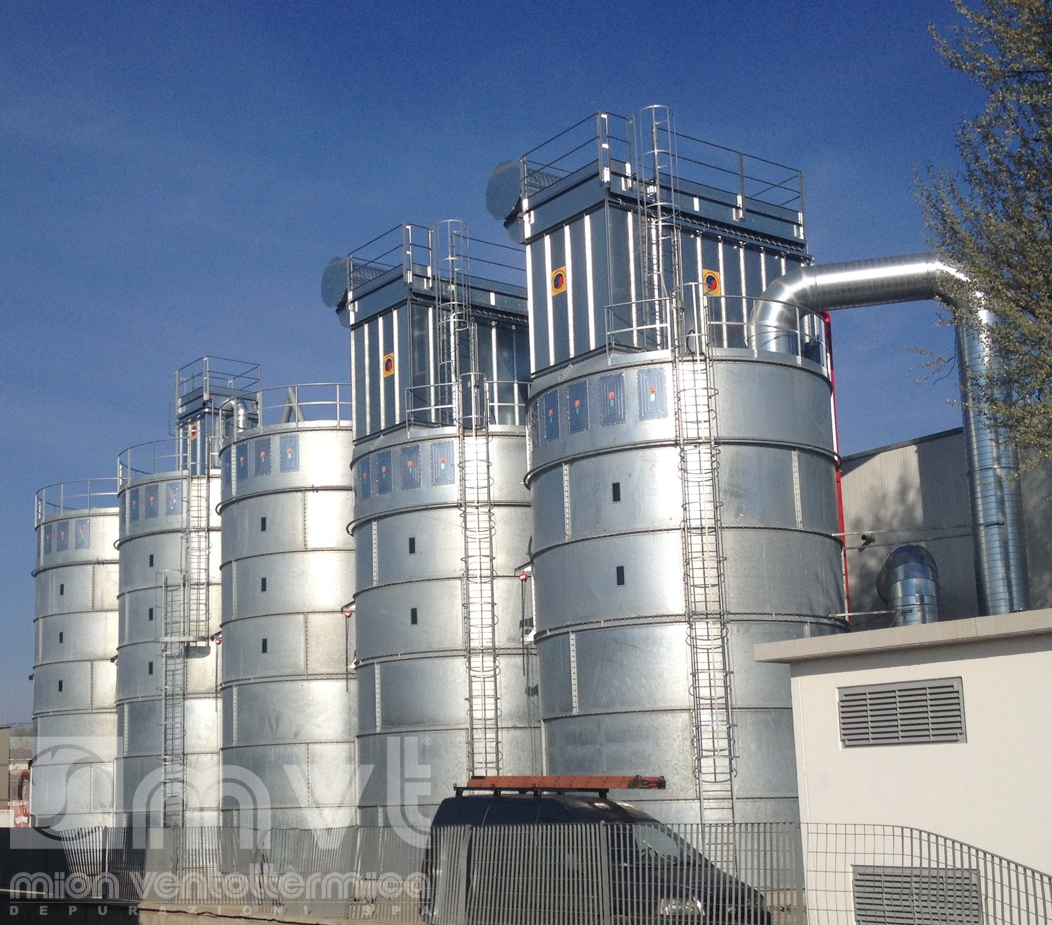 Silos with ATEX explosion-proof panels and self-cleaning filterings